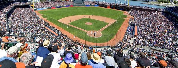 Vista da arquibancada da partida entre Giants e Cubs na Liga Americana de Beisebol
