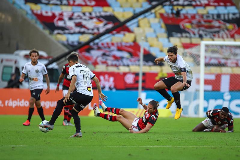 imagem de jogada entre atlético mineiro e flamengo