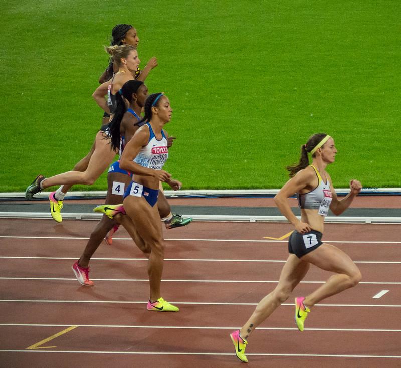 corredoras durante prova de 800 metros rasos
